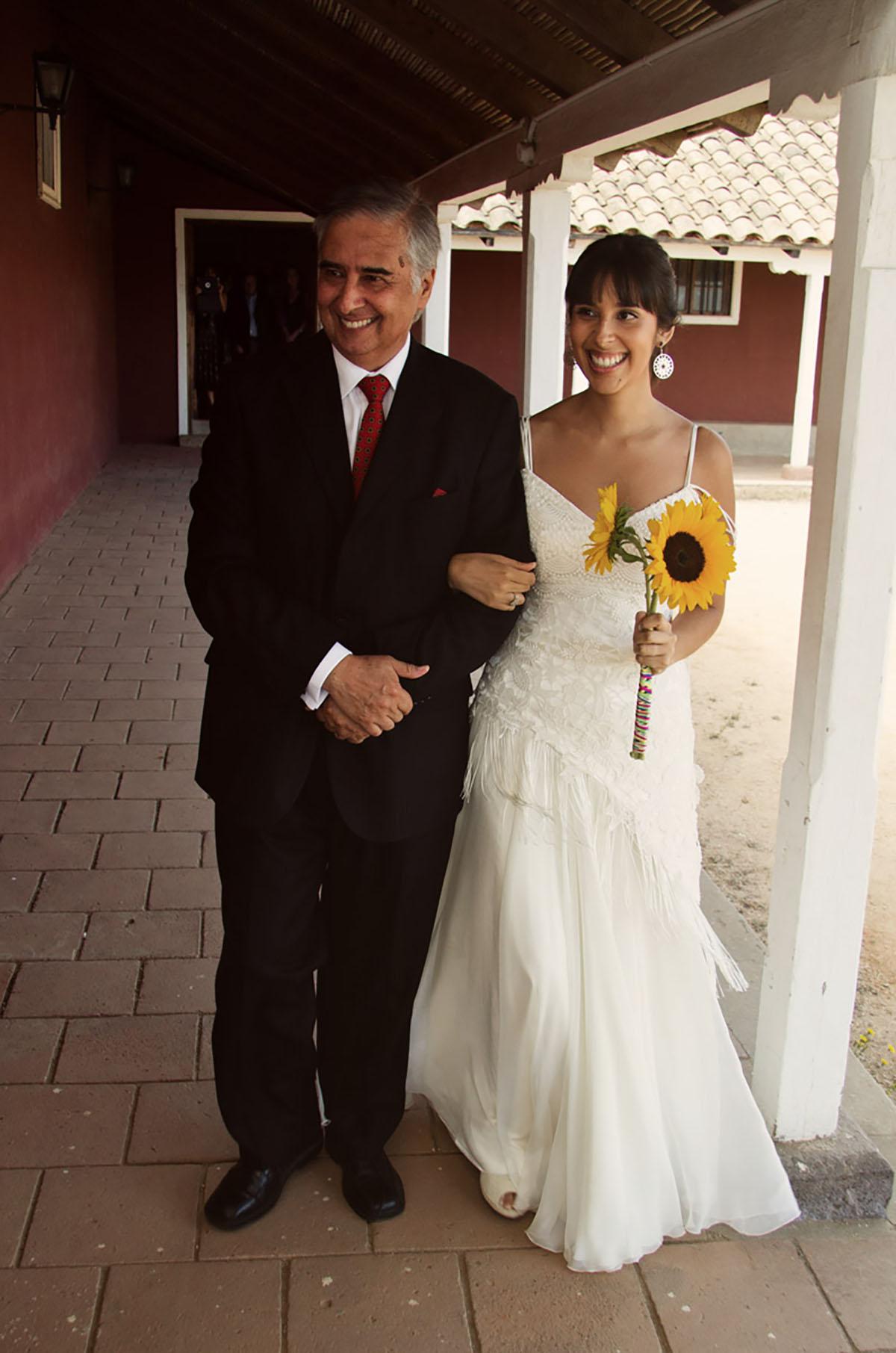 vestido de novia con pollera lisa